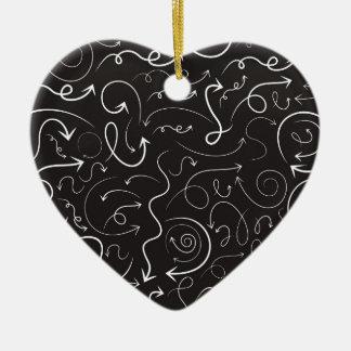 Flèche une structure ornement cœur en céramique