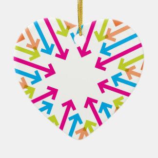 Flèches colorées vibrantes ornement cœur en céramique