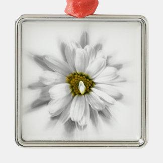 fleur aux nuances du blanc ornement carré argenté