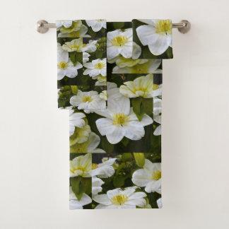 Fleur blanche de clématite
