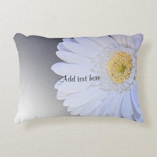 Fleur blanche de Gerbera, personnalisable Coussins Décoratifs