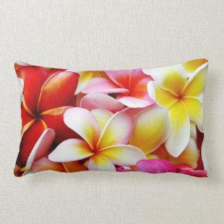 Fleur d'Hawaï de Frangipani de Plumeria customisée Oreiller