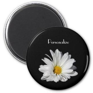 Fleur élégante de marguerite blanche avec le nom aimant