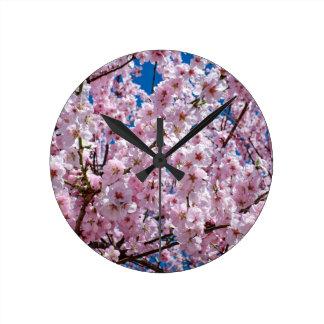 Fleur japonaise de cerise horloge ronde