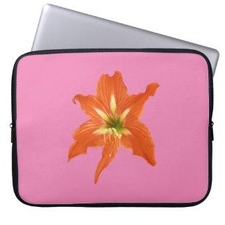 Fleur orange de Lilium au-dessus de rose Protection Pour Ordinateur Portable
