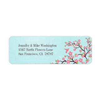 Fleurs de cerisier roses bleues épousant l'étiquet étiquette d'adresse retour