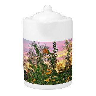 Fleurs de désert dans le pot rose de thé de