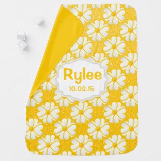 Fleurs jaunes sur l'arrière - plan de jaune de couvertures de bébé