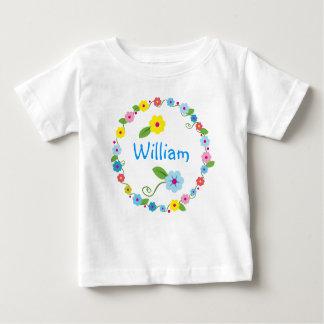 Fleurs lunatiques avec le T-shirt de nom de bébé