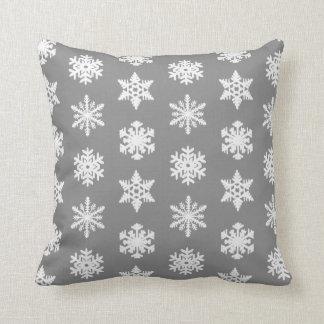Flocon de neige d'Ikat - gris et blanc de charbon Oreillers