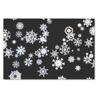 Flocons de neige blancs sur le papier de soie de