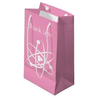 Forces attrayantes dans le sac de cadeau de rose