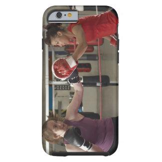 Formation de boxeur avec l'entraîneur dans le coque iPhone 6 tough