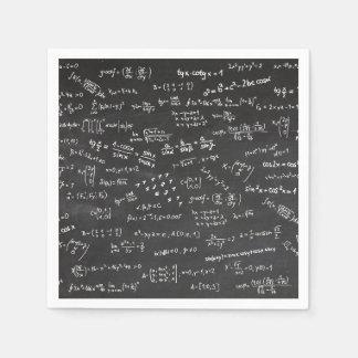 Formules de maths sur un tableau noir serviettes en papier