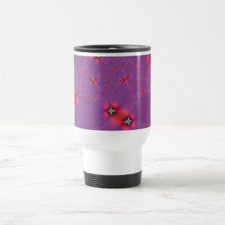 Galaxie de fleur en rouge sur la tasse violette