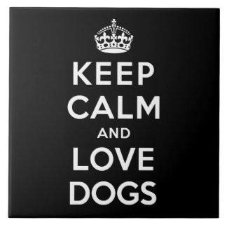 Gardez le calme et aimez les chiens grand carreau carré