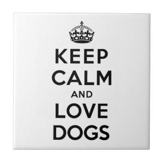 Gardez le calme et aimez les chiens petit carreau carré