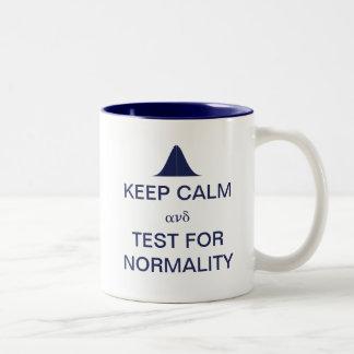 Gardez le calme et déterminez des statistiques de mug bicolore