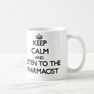 Gardez le calme et écoutez le pharmacien mug blanc
