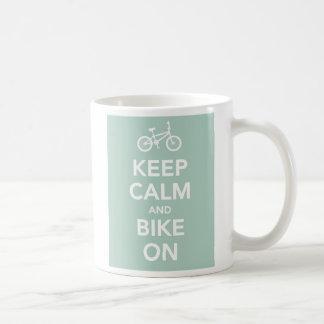 Gardez le calme et faites du vélo sur la tasse