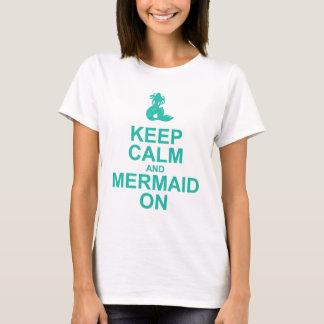 Gardez le calme et la sirène sur le T-shirt