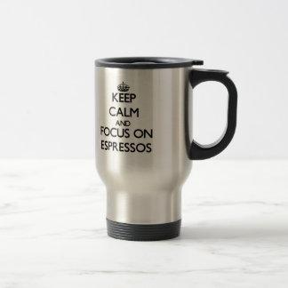 Gardez le calme et le foyer sur des CAFÉS EXPRESS Mug De Voyage