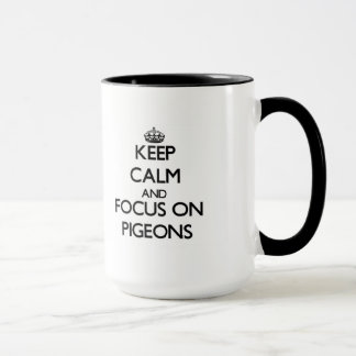 Gardez le calme et le foyer sur des pigeons mug