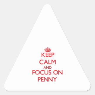 Gardez le calme et le foyer sur le penny autocollant en triangle