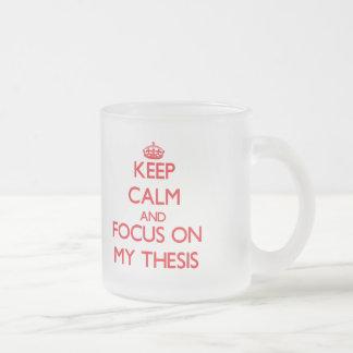 Gardez le calme et le foyer sur ma thèse tasse givré