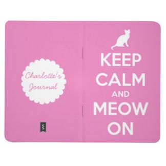 Gardez le calme et le Meow sur le journal rose de
