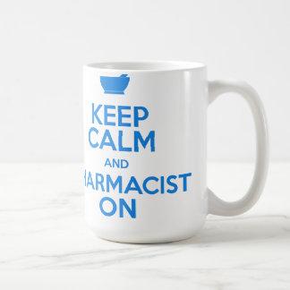 Gardez le calme et le pharmacien sur la tasse