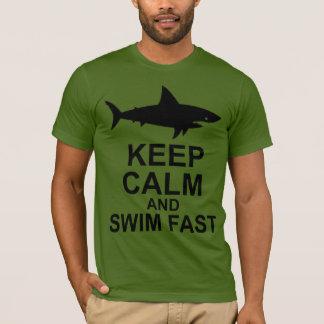 Gardez le calme et nagez rapidement - l'attaque de t-shirt