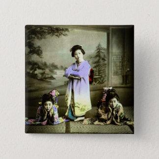 Geisha de trois crus dans la vieille main du Japon Badge Carré 5 Cm