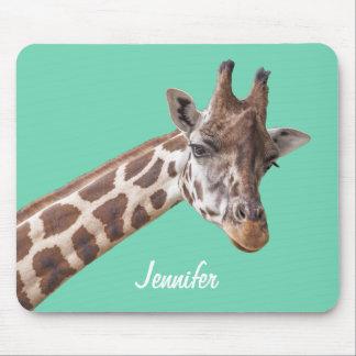 Girafe sur le nom personnalisé par vert turquoise tapis de souris