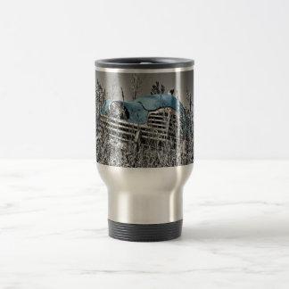 Gisement noir et blanc de voiture bleue classique mug de voyage en acier inoxydable