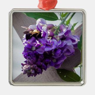 Glycines et abeille ornement carré argenté