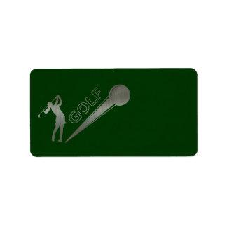 Golfeur métallique de dame frappant la boule de étiquette d'adresse