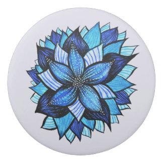 Gomme Le joli mandala bleu abstrait aiment le dessin de