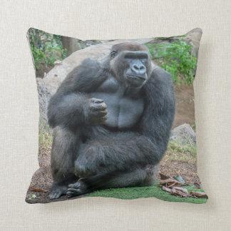 Gorille au coussin de jet de zoo