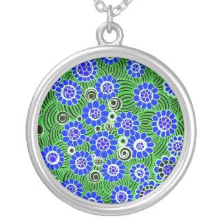 """Grand collier pendant """"sauvage"""" de fleurs (bleues)"""