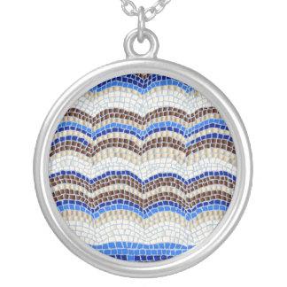 Grand collier rond de mosaïque bleue