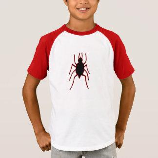 Grand insecte sur des T-shirts d'enfants