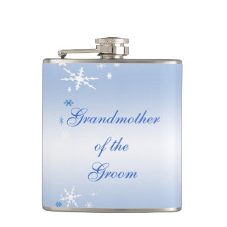 Grand-mère de mariage d'hiver du marié flasques