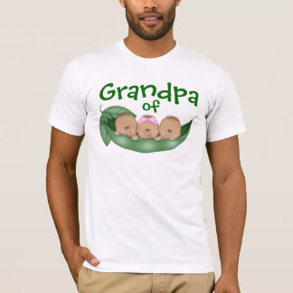 Grand-papa des triplets mélangés avec une peau t-shirt