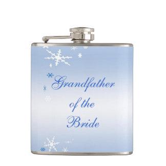 Grand-père de mariage d'hiver de la jeune mariée flasques