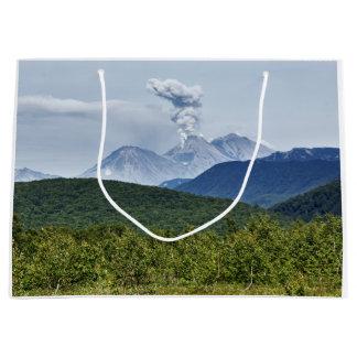 Grand Sac Cadeau Volcan actif d'eruptiin pittoresque d'été