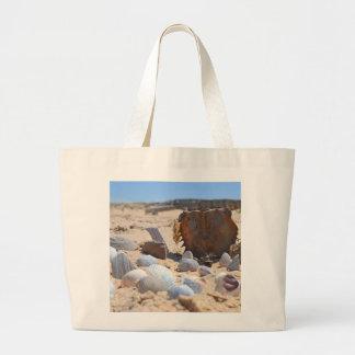 Grand Tote Bag Coquillages sur la plage par Shirley Taylor