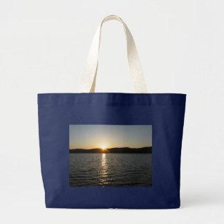Grand Tote Bag Coucher du soleil sur le lac Onota : Horizontal