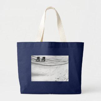 Grand Tote Bag Deux chaises enterrées dans la neige
