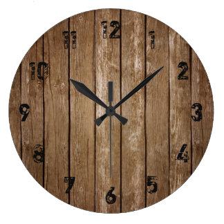 Grande horloge de planches en bois rustiques de
